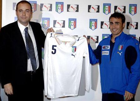 08-09赛季意大利客场球衣