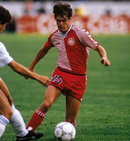 1986世界杯丹麦主场球衣