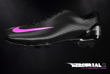 Nike超轻Mercurial足球鞋