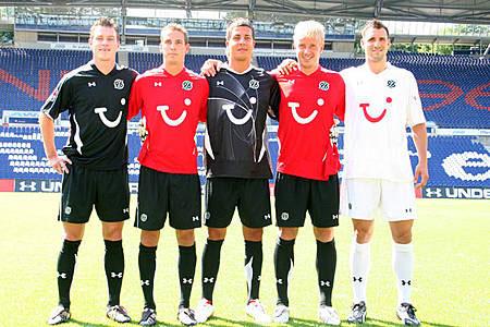 08-09赛季汉诺威96主客场球衣