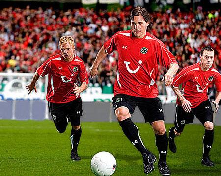 08-09赛季汉诺威96主场球衣