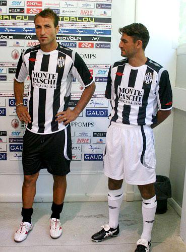 锡耶纳08-09赛季主场球衣