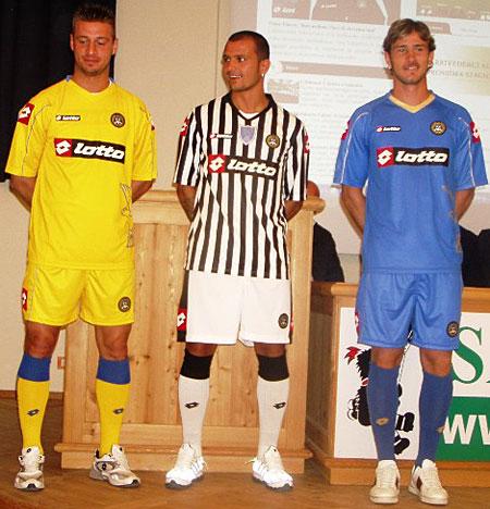 乌迪内斯08-09赛季主客场球衣