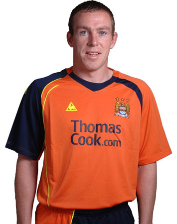 曼城08-09赛季第二客场球衣