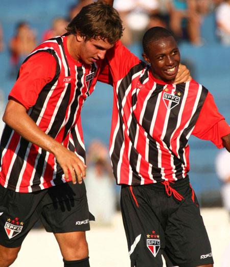 圣保罗2009赛季主客场球衣