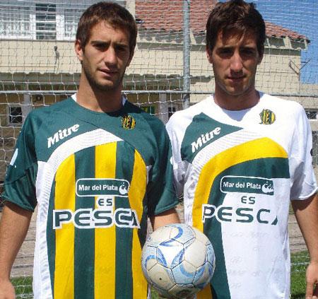阿多斯维2009赛季主客场球衣