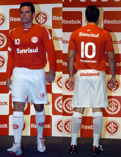 巴西国际2009赛季主客场球衣