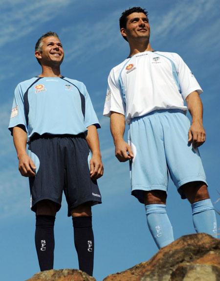 悉尼FC09-10赛季主客场球衣