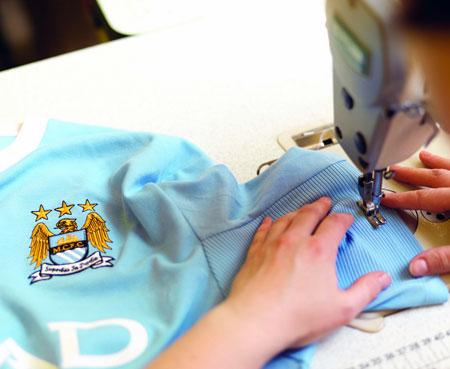 曼城09-10赛季主场球衣正式公布