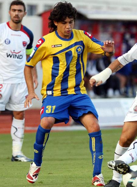 阿斯特拉斯09-10赛季主客场球衣© kitstown.com 球衫堂