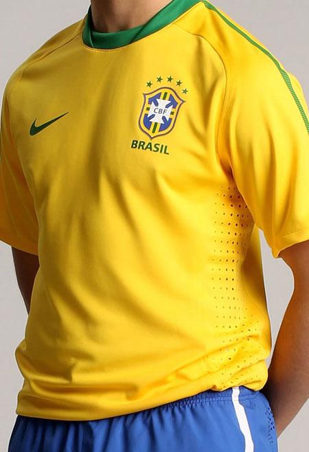 巴西国家队2010世界杯新款主场球衣 © kitstown.com 球衫堂