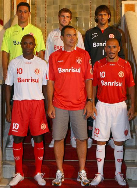 阿雷格里港国际2010赛季主客场球衣 © kitstown.com 球衫堂