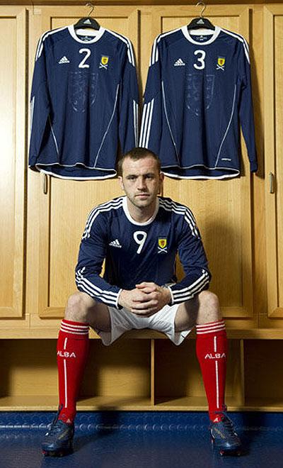 苏格兰国家队2010-11赛季新款主场球衣 © kitstown.com 球衫堂