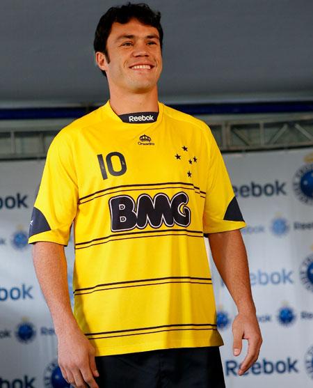 克鲁塞罗2010赛季第三客场球衣 © kitstown.com 球衫堂