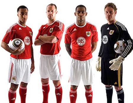 布里斯托尔城2010-11赛季主场球衣 © kitstown.com 球衫堂