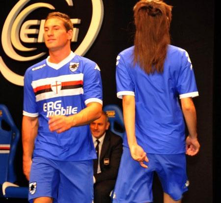 桑普多利亚2010-11赛季主客场球衣 © kitstown.com 球衫堂