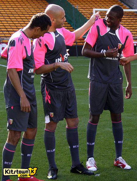 朗斯2010-11赛季客场球衣 © kitstown.com 球衫堂