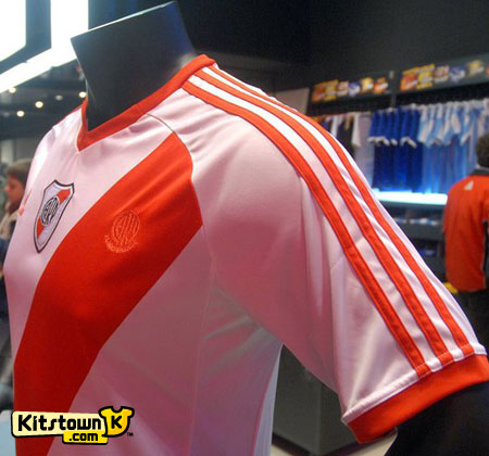 河床2010-11赛季主场球衣 © kitstown.com 球衫堂