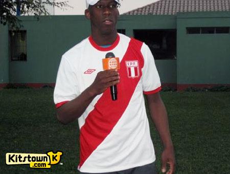 秘鲁国家队2010茵宝新球衣 © kitstown.com 球衫堂