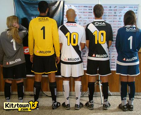 庞特普雷塔2010-11赛季主客场球衣暨110周年纪念球衣 © kitstown.com 球衫堂