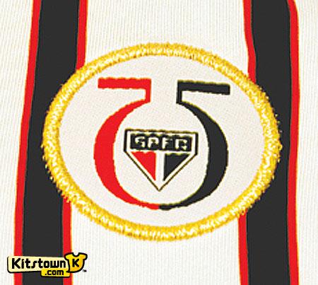 圣保罗2010-11赛季第二客场球衣暨75周年纪念球衣 © kitstown.com 球衫堂