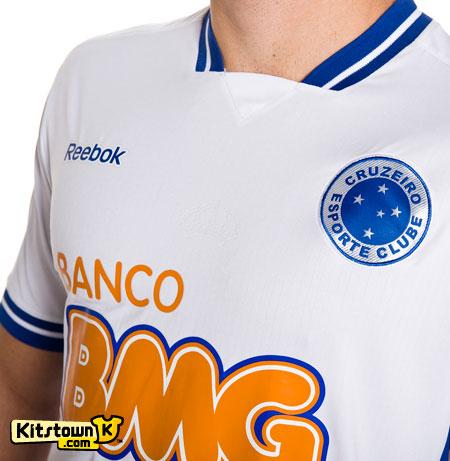 克鲁塞罗2011赛季主客场球衣 © kitstown.com 球衫堂