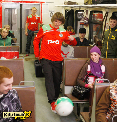 莫斯科火车头2011-12赛季主客场球衣 © kitstown.com 球衫堂