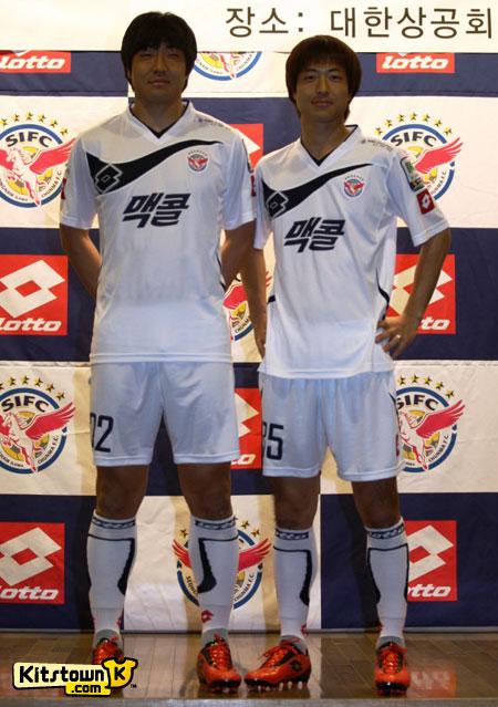 城南一和天马2011赛季主客场球衣 © kitstown.com 球衫堂