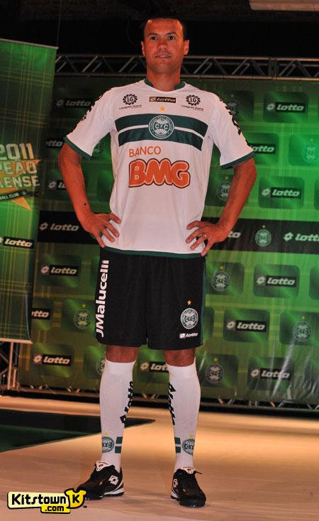 科里蒂巴2011赛季主客场球衣 © kitstown.com 球衫堂