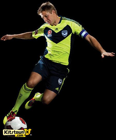 墨尔本胜利2011-12赛季主客场球衣 © kitstown.com 球衫堂