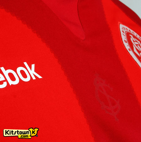 阿雷格里港国际2011赛季第二客场球衣 © kitstown.com 球衫堂