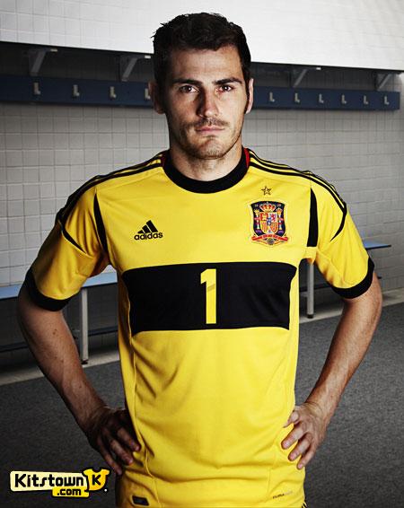 西班牙国家队2012-13赛季主场球衣 © kitstown.com 球衫堂