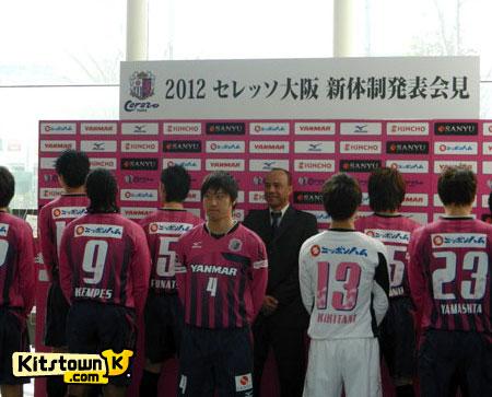 大阪樱花2012赛季主客场球衣 © kitstown.com 球衫堂