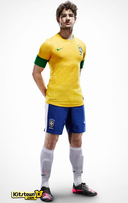 巴西国家队2012-13赛季主场球衣 © kitstown.com 球衫堂