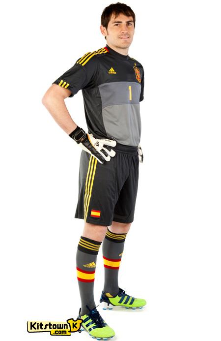 西班牙国家队2012-13赛季客场球衣 © kitstown.com 球衫堂