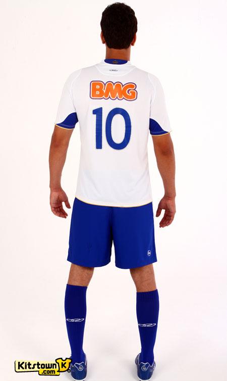 克鲁塞罗2012赛季主客场球衣 © kitstown.com 球衫堂