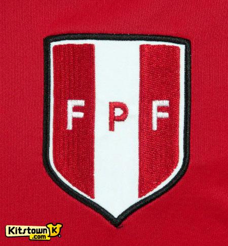 秘鲁国家队2012-13赛季客场球衣 © kitstown.com 球衫堂