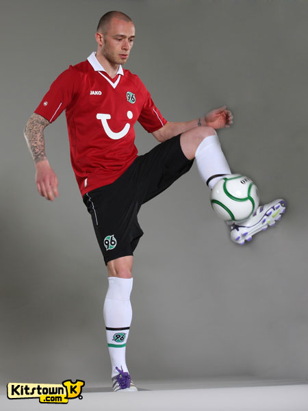 汉诺威96 2012-13赛季主场球衣 © kitstown.com 球衫堂