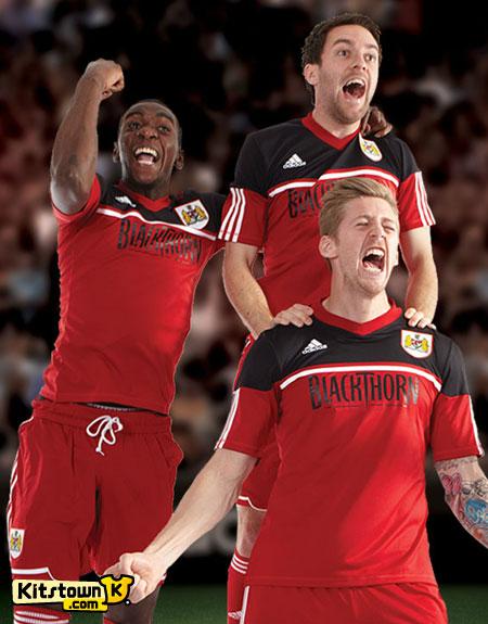 布里斯托尔城2012-13赛季主场球衣 © kitstown.com 球衫堂