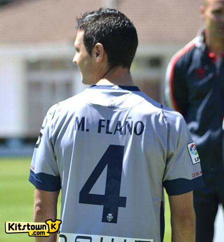 奥萨苏纳2012-13赛季主客场球衣 © kitstown.com 球衫堂