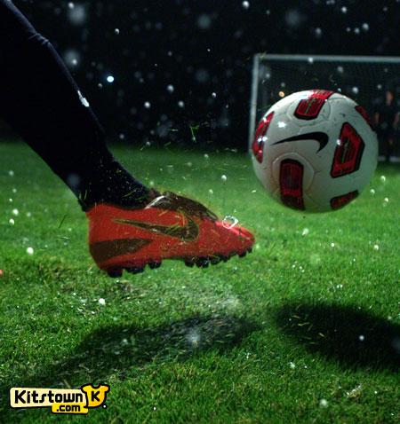 耐克推出ALL CONDITIONS CONTROL (ACC)科技运用于新一代足球鞋 © kitstown.com 球衫堂
