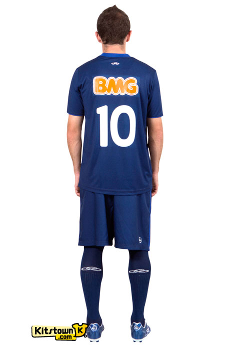 克鲁塞罗2012赛季第二客场球衣 © kitstown.com 球衫堂