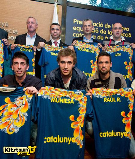 加泰罗尼亚联队2012-13赛季主场球衣 © kitstown.com 球衫堂