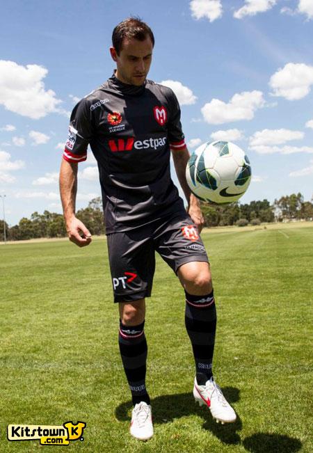 墨尔本之心2012-13赛季第二客场球衣 © kitstown.com 球衫堂