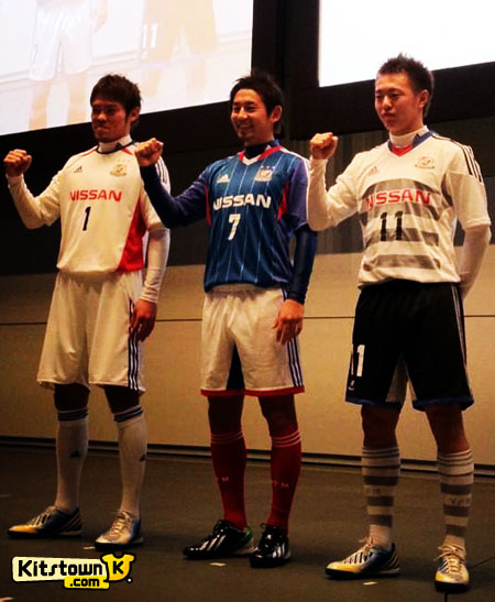 横滨水手2013赛季主客场球衣 © kitstown.com 球衫堂