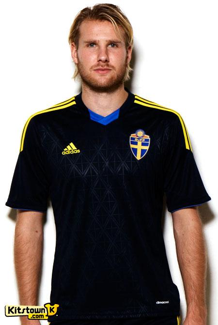 瑞典国家队2013-14赛季客场球衣 © kitstown.com 球衫堂