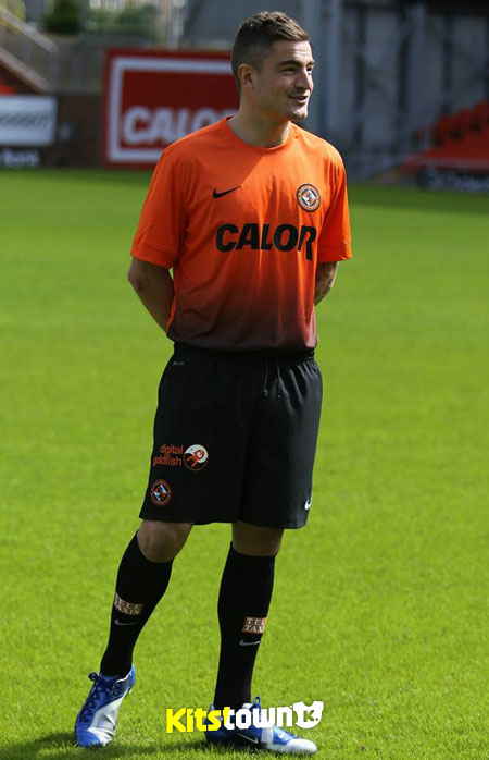 邓迪联2013-14赛季主客场球衣 © kitstown.com 球衫堂