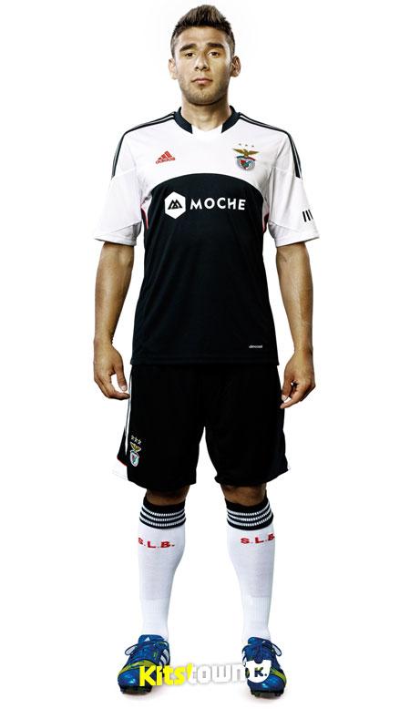本菲卡2013-14赛季客场球衣 © kitstown.com 球衫堂