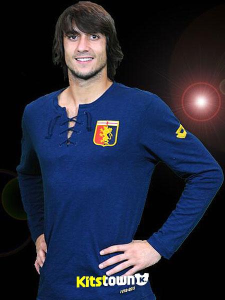 热那亚俱乐部120周年纪念球衣 © kitstown.com 球衫堂