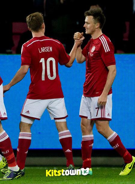 丹麦国家队2014赛季主场球衣 © kitstown.com 球衫堂